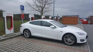 Tesla Model S 70D am Supercharger