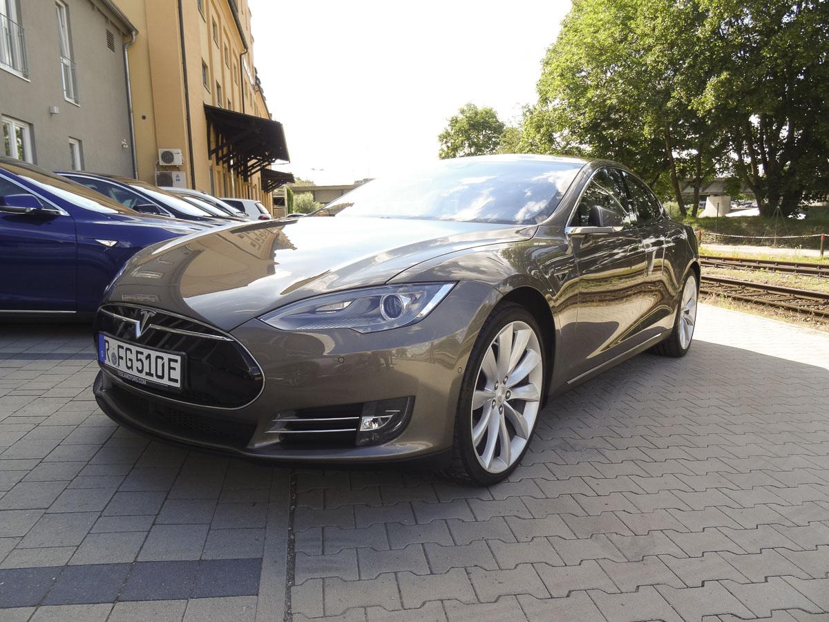 Tesla Ansicht 2