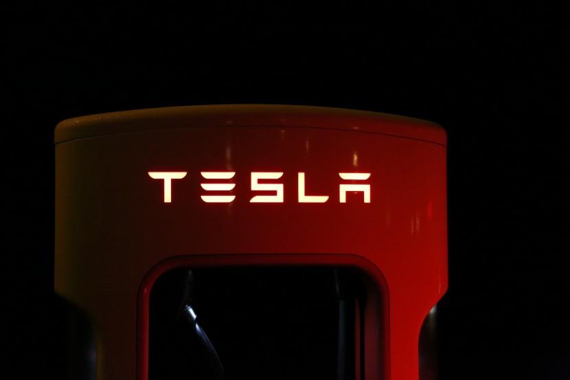 Einer von 5000 Tesla-Superchargen. Bald steht eine Verdoppelung auf bis zu 10000 an.
