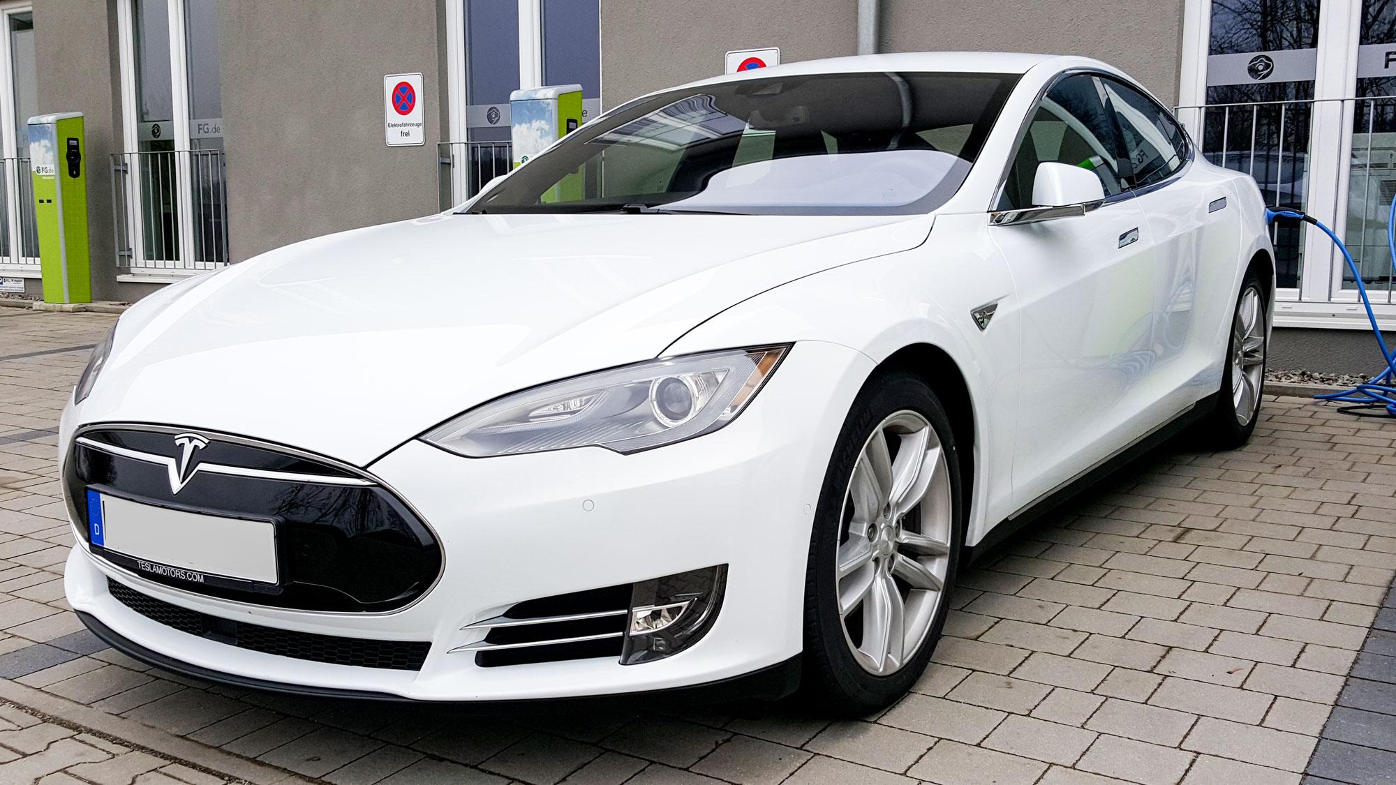 5 Gründe, warum ein Elektroauto Spaß macht - TESLA-VERLEIH.DE